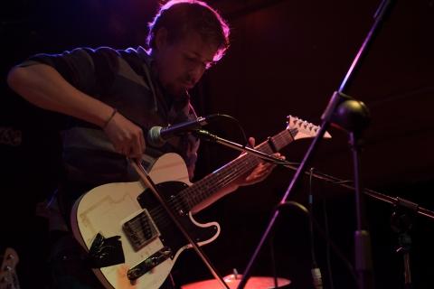 Esperi. Doghouse, Dundee. Sun 29th Apr 2012.
